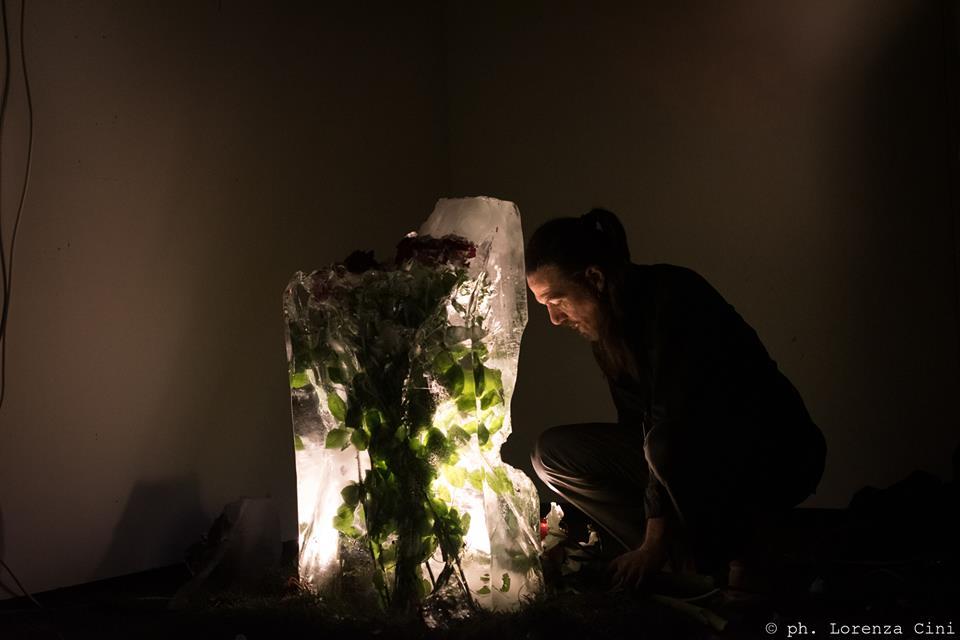 Francesco Kiais, Anam Cara – Dwelling Body, Venice International Performance Art Week, Palazzo Mora, Venice, 2018© Lorenza Cini