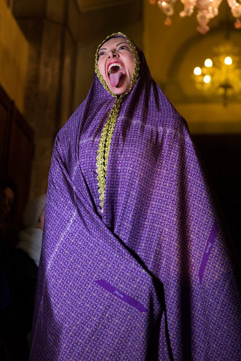 Norma Flores, Tiempo de Alquimia. Presented by PINEDA COVALIN. Venice International Performance Art Week (2014). Photograph by Monika Sobczak.