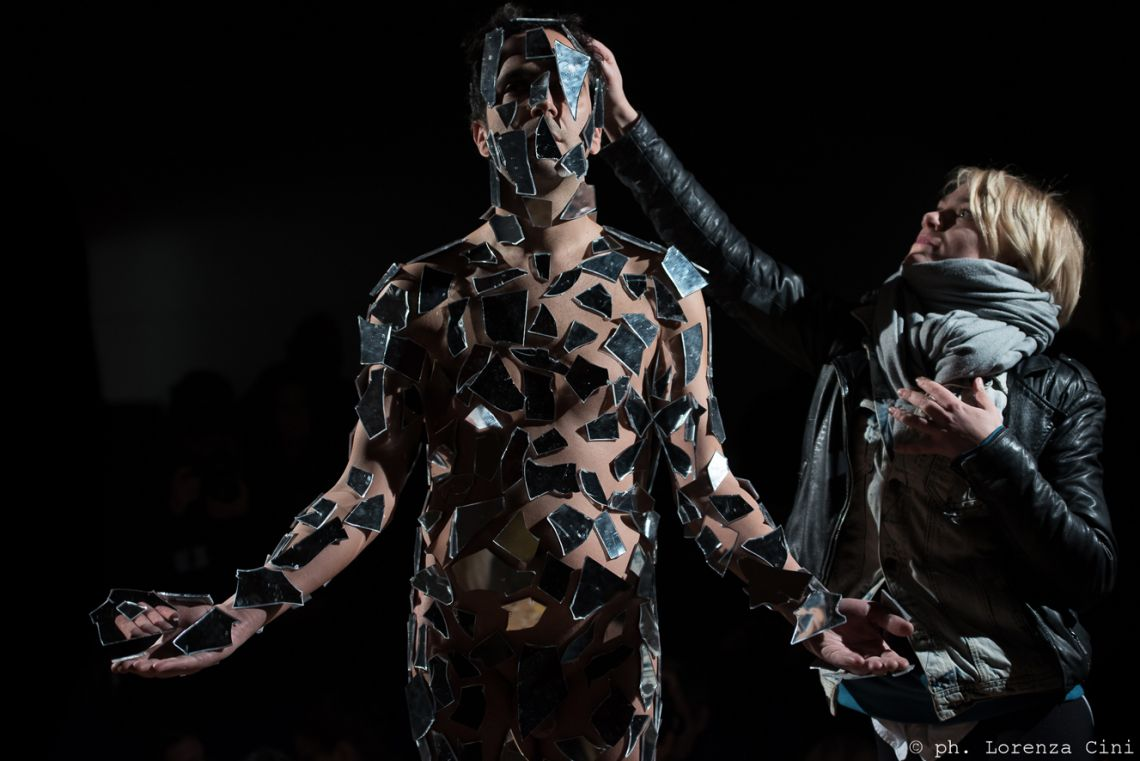 Alexandros Plomaritis,self-reflectio. Performance at the III Venice International Performance Art Week 2016. Image © Lorenza Cini.