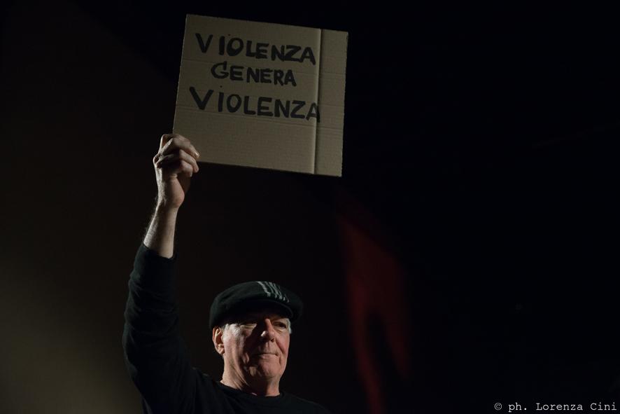 Antonio Manuel.Ligacoes Poeticas,Poetic Connections, Legami Poetici. Performance at the III Venice International Performance Art Week 2016. Image © Lorenza Cini