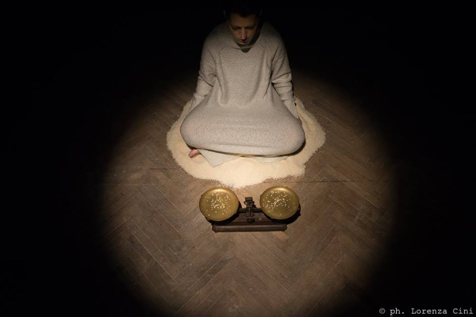 Cristiana Zeta Rolla. Durational performance at the ART WEEK | FRINGE of the III Venice International Performance Art Week 2016. Image © Lorenza Cini.