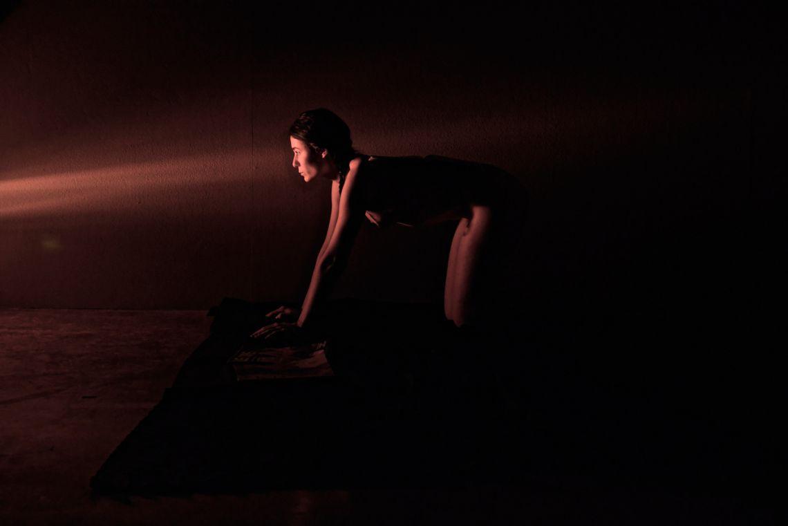 Bianca Bonaldi. Durational performance at the ART WEEK | FRINGE of the III Venice International Performance Art Week 2016. Image © Edward Smith.