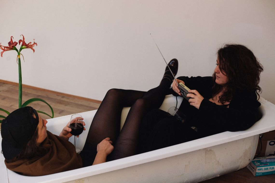 Stefania Soskic & Giovanna Fattoretto. Durational performance at the ART WEEK | FRINGE of the III Venice International Performance Art Week 2016. Image © Caterina Ragg.