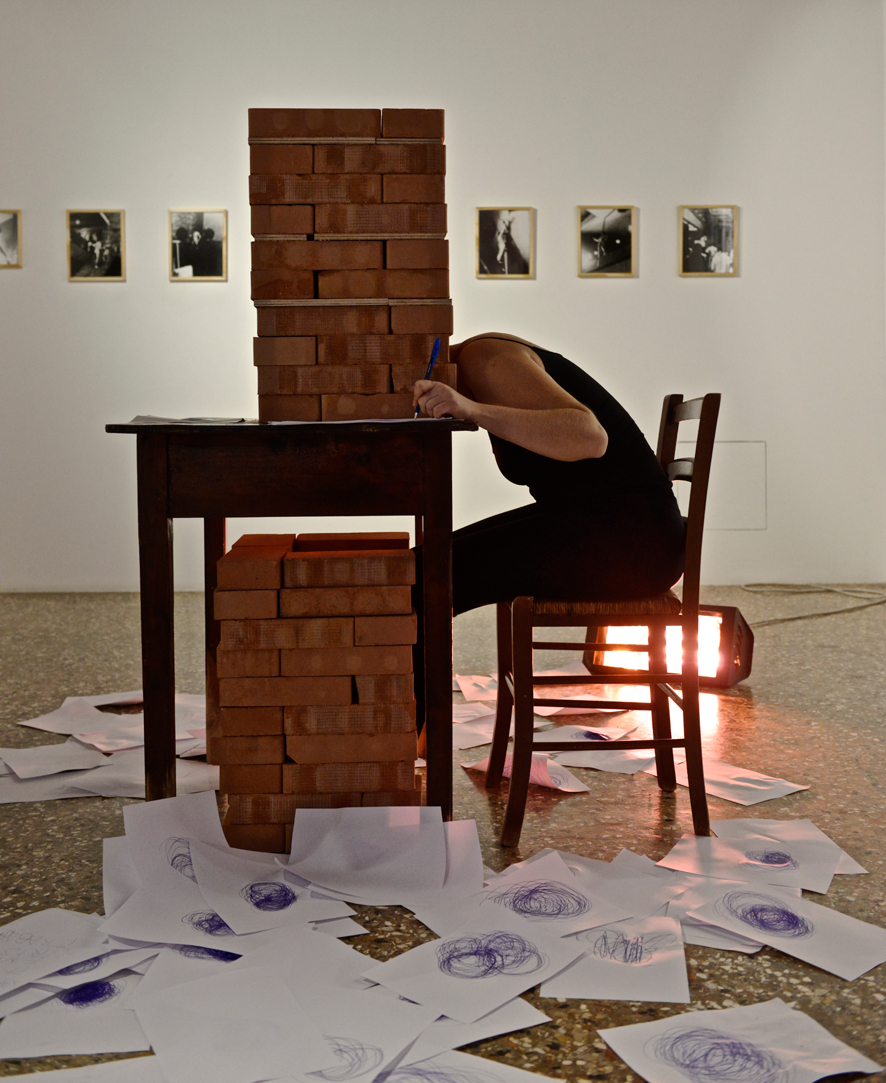 Erica Storer de Araujo.Durational performance at the ART WEEK | FRINGE of the III Venice International Performance Art Week 2016. Image © Edward Smith.